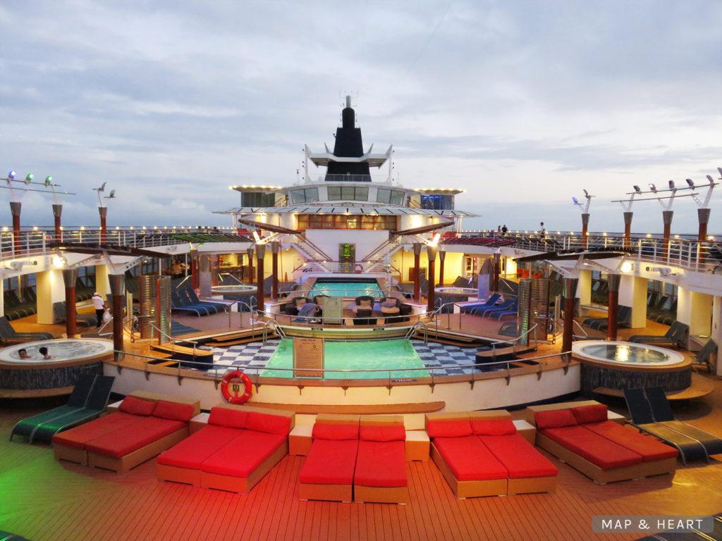 Celebrity Cruises Celebrity Summit pool