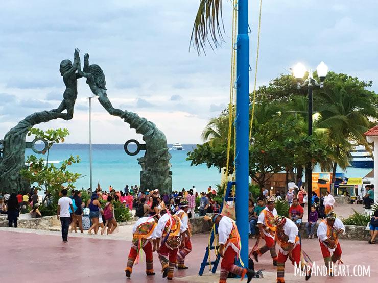 Los Voladores performance in Playa Del Carmen